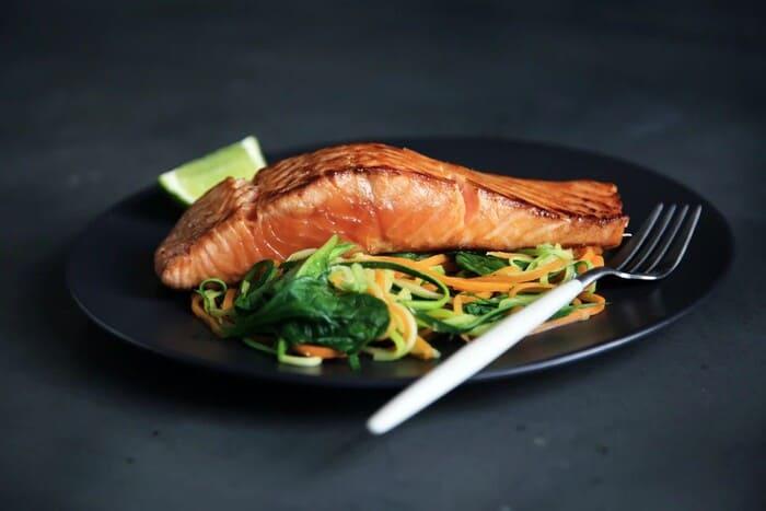 Quali-sono-i-pesci-ricchi-di-omega-3-Salmone-allevamento